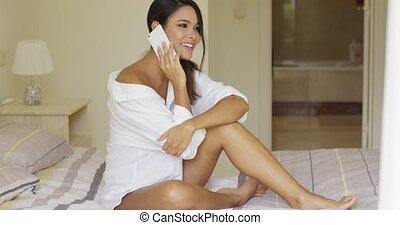 femme relâche, elle, jeune, lit, sexy