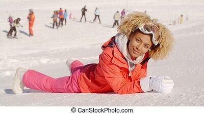 femme relâche, jeune, recours, séduisant, ski