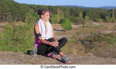 femme relâche, nature, séance entraînement, après, jeune, exercice forme physique