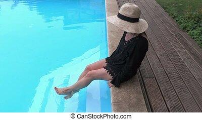 femme relâche, paille, bord, chapeau, piscine, natation