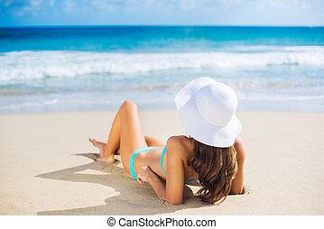 femme relâche, plage