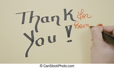 femme, remercier, être, mains, smiley, salutation, écriture, noir, carte, vide, marqueur, utilisation, vous, figure, dessin, rouges
