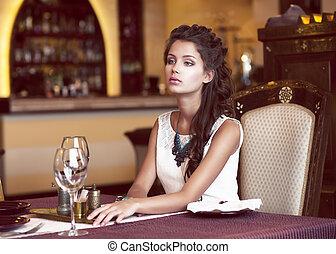 femme, restaurant, attente, rêver, intérieur, table, décoré...