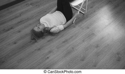 femme, revêtir d'un aval, dos, exercice, muscle