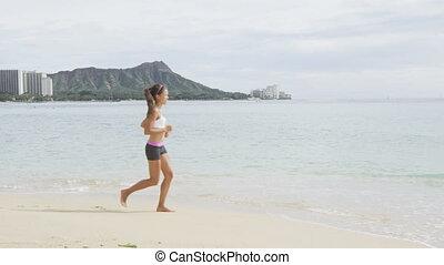 femme, rivage mer, déterminé, courant