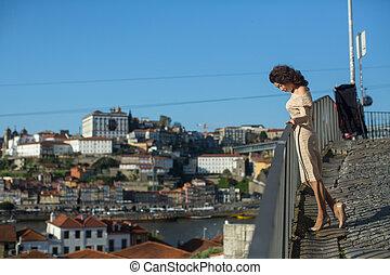 femme, rivière, vieux, portugal., multiculturel, rue, downtown., porto, douro