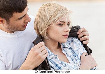 femme, romantique, elle, séance, plage, couple, couverture, jeune, veste, sien, closeup, séduisant, summer., homme