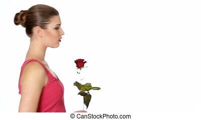 femme, rose, arrière-plan., tenue, sourire, blanc rouge