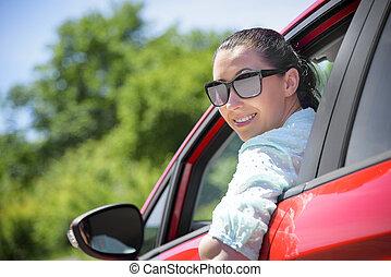 femme, rouges, voiture.