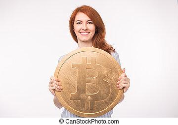 femme, roux, grand, concept., bitcoin, cryptocurrency, arrière-plan., tenue, blanc, investissement