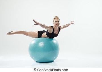 femme, séance entraînement, exercisme, une, balle, fitness, caucasien