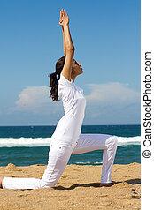 femme saine, yoga, jeune