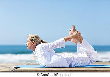femme saine, yoga, mûrir