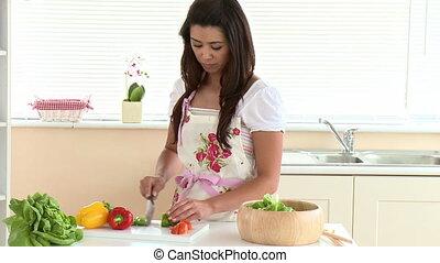 femme, salade, concentré, asiatique