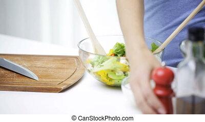 femme, salade, cuisine, haut fin, légume, maison