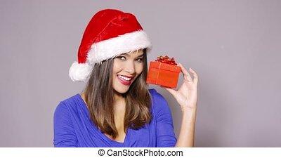 femme, santa, cadeau, tenue, magnifique, chapeau