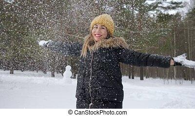 femme, season., lancement, quelques-uns, neige, air, froid, apprécier
