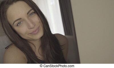 femme, selfie, charmer, brunette, chambre à coucher, amusement, confection, avoir