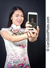 femme, selfie, jeune, téléphone, confection, intelligent