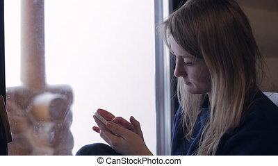 femme, smartphone, texting, elle