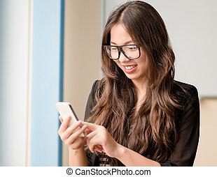 femme, smartphone, usages
