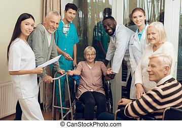 femme, soins, docteur, personnes agées, conversation, home.