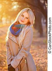 femme, soleil, parc, automne, portrait, blond