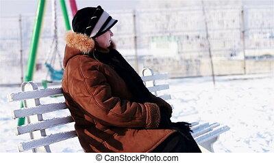femme, solitaire, parc, personne agee, neigeux