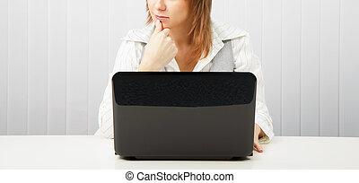 femme, songeur, ordinateur portable