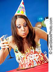femme, souffler, bougies anniversaire
