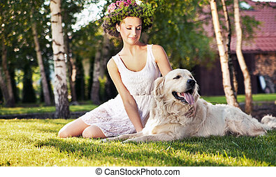 femme souriante, chien