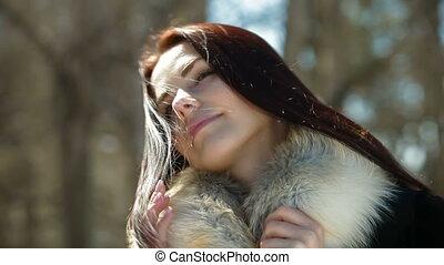 femme souriante, fourrure, figure