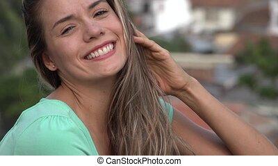 femme souriante, jeune, heureux