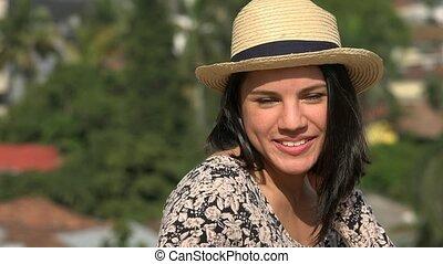 femme souriante, jeune, joli