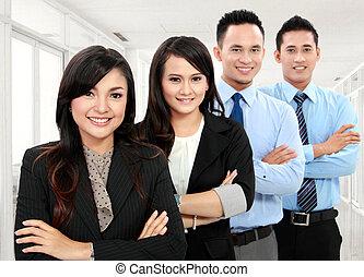 femme souriante, ouvrier, bureau, homme
