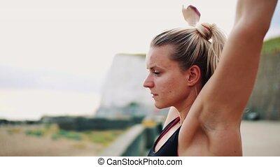 femme, sportif, élastique, coureur, bandes, jeune, dehors, plage.