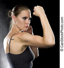 femme, sportif, combat, pose, contre, noir