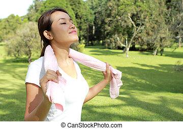 femme, sportif, relâcher, sentir, soleil, parc, air, sous, frais