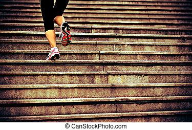 femme sports, jambes, courant, sur, escalier