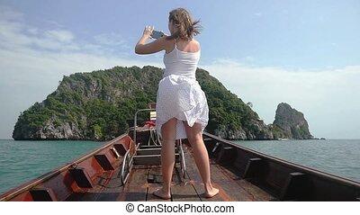 femme, stands, bois, appareil photo, voyage, motion., jeune, téléphone, bateau, lent, nez, thaïlande, images, pendant, 1920x1080, prend