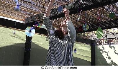 femme, sukkah, décorer, juif