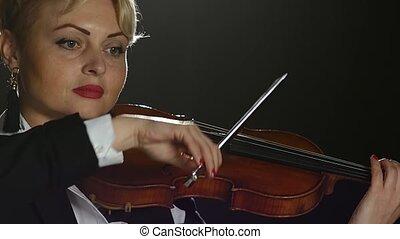 femme, sur, haut, arrière-plan., arcs, noir, violon, fin, instruments à cordes