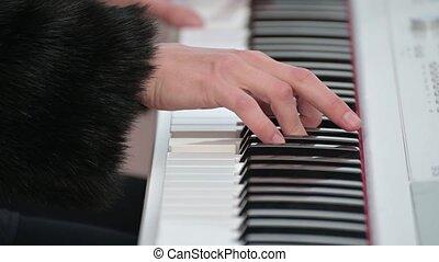 femme, synthesizer., jeux, ou, musique, melody., musicien, solo, jouer, mains, femme, bras