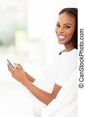 femme, téléphone, Américain, utilisation,  Afro, intelligent