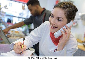 femme, téléphone, charcutier, derrière, compteur