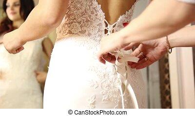 femme, téléphone, conseiller, selfie, sélectionné, jeune, essayer, mariée, dress., aides, mariage, girl, marques, ton, heureux