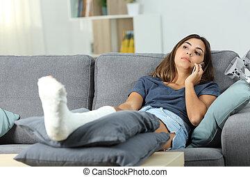 femme, téléphone, divan, handicapé, conversation, sérieux