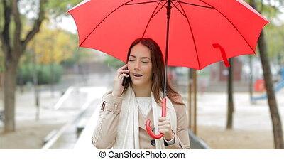 femme, téléphone, pluie, conversation, sous, sérieux