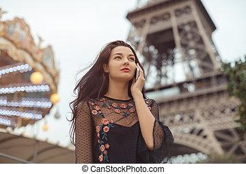 femme, téléphone, voyage, eiffel, paris., conversation, tour, heureux, carrousel