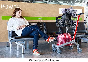 femme, tablette, bagage, fatigué, salon, pc, aéroport, hand-cart, charger